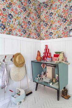 kids room corner, kids room detail, floral wallpaper, kids room, kids room furniture, playroom,