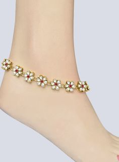 A beautiful Indian traditional accessory for your feet called us anklet, pajeb or payal with famous kundan craftsmanship. A golden finish string with flower design studded with white red color stones kundan making you look stylish and trendy Silver Anklets Designs, Anklet Designs, Indian Wedding Jewelry, Indian Jewelry, Bridal Jewelry, Jewelry Box, Gold Anklet, Sterling Silver Anklet, Ankle Jewelry