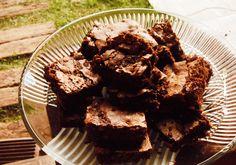 Brownie de chocolate e avelãs // DELICIOSOS!!! Pra mim, isso é um bolo - não é daqueles brownies molhadinhos, mas tudo bem, são maravilhosos e vou fazer SEMPRE! <3