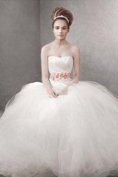 392cdb61c9a6 White By Vera Wang, Vw351007, Size 4 Wedding Dress For Sale | Still White