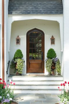 Love this front porch and door. Farmhouse Cottage, Custom Door, House Exterior, Front Door, Front Porch Decorating, Cottage Homes, Painted Brick, Fall Front Porch Decor, Porch Decorating