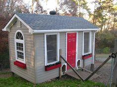 The Ideal Hen House! #BackyardChickens  www.FreeHenHousePlans.net http://www.eFowl.com/?Click=32918