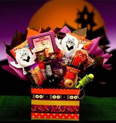Make their Halloween scary storytelling time even more indulgent with this awesome Halloween bouquet stuffed full of treats for every little goblin to enjoy! #Halloween