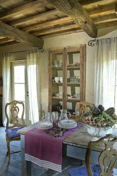 Casa rustica con encanto Country House with charm! French Country Colors, French Country Cottage, French Country Decorating, French Decor, Country Living, Country Life, Country Paint Colors, French Country Dining, French Table