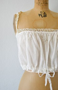Minimal Fashion, Retro Fashion, Vintage Fashion, Cute Outfits With Shorts, Short Outfits, Vintage Clothing Online, Antique Clothing, Vintage Inspired Outfits, Vintage Outfits