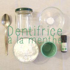 Home made dentifrice à la menthe : Commencez par mélanger le bicarbonate de soude et le sel dans votre bocal. Ajoutez de l'eau jusqu'à obtenir un mélange onctueux puis ajoutez l'huile essentielle de menthe (2 à 3 gouttes suffisent). Mélangez à nouveau, appliquez une portion de dentifrice sur votre brosse à dents et brossez-vous les dents comme d'habitude!
