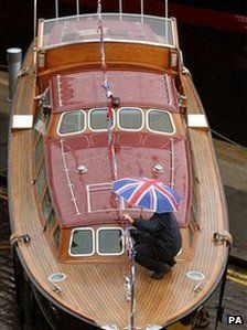 wood-clad boat - My Ideas & Suggestions Speed Boats, Power Boats, Classic Wooden Boats, Cabin Cruiser, Classic Yachts, Standup Paddle Board, Sup Surf, Love Boat, Wood Boats