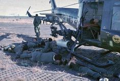 Bell Helicopter, Helicopter Pilots, Military Helicopter, Vietnam History, Vietnam War Photos, Good Morning Vietnam, F4 Phantom, Photo Supplies, History Online