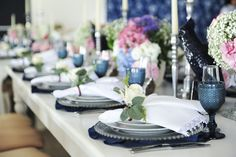 Casamento | Wedding | Flores | Arranjo de flores | Flowers | Decoração | Decor | Decoration | Decoração Azul e Rosa | Blue and Pink Decoration | Sousplats | Inesquecível casamento