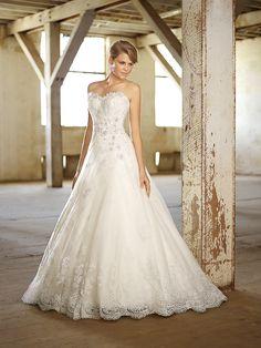 Style D1369 | Wedding Planning, Ideas & Etiquette | Bridal Guide Magazine