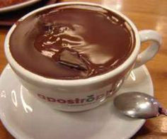 Hot chocolate without milk or condensed milk. Receita de Chocolate quente sem l. Hot Chocolate Without Milk, Chocolate Caliente, Chocolate Desserts, Love Food, Sweet Recipes, Food Porn, Dessert Recipes, Food And Drink, Cooking Recipes