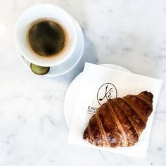 Coffee and croissant @ Eric Kayser  #coffee #coffeetime #coffeeaddict #marble #minimalism #white #pure #erickayser #boulangerie #croissant #breakfast #brussels #liketkit #wakeup #whitemarble #coffeebreak #coffeelovers #croissant #bxl #bascule