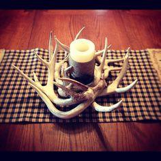 Deco antlers at home - some nice ideas! - Making Furniture yourself DIY Deer Antler Crafts, Antler Art, Deer Antlers, Hunting Crafts, Antler Jewelry, Antler Centerpiece, Antler Decorations, Centerpieces, Table Decorations