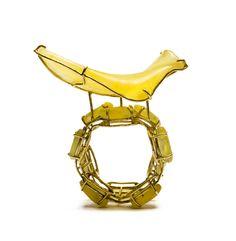 Philip Sajet, Potatoe Chip Ring, 2015, yellow gold, amber, 2.5cm.  Photo: Beate Klockmann