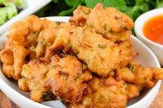 Add kaffir lime leaves / lemon grass Serve these spicy corn fritters with a sweet chilli dipping sauce for an enticing entree. Indian Snacks, Indian Food Recipes, Vegetarian Recipes, Cooking Recipes, Budget Cooking, Indian Foods, African Recipes, Snacks Recipes, Thai Recipes