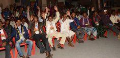 """""""हमर छत्तीसगढ़"""" लोकमंच पर छालीवुड के कलाकार श्री मनमोहन सिंह ठाकुर नाईट ने रंगारंग कार्यक्रम पेश किया. सरस्वती वन्दना से शुरुआत करते हुए कलाकारों ने एक-से- एक गीत पेश किए. गुरु घासीदास बाबा की स्तुति गीत पर आकर्षक नृत्य पेश किया. मया देदे वो, मया दे दे ना गीत ने बेहद रंग जमाया. श्री मनमोहन सिंह ने बजरंग बली गीत पेश किया. बीजापुर, सुकमा एवं दंतेवाड़ा जिले के सहकारिता प्रतिनिधियों ने कार्यक्रम का देर शाम तक आनन्द लिया."""