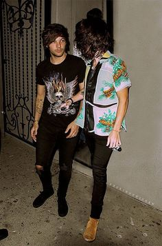 Larry Stylinson, Zayn Gif, Hue, Couple Tumblr, Winner Yg, Mr Style, Louis And Harry, Man Bun, Couple Outfits