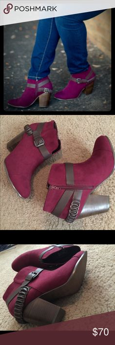 🔥Carlos Santana booties size 10M 🔥 Carlos Santana booties size 10M. These will definitely turn heads 😍. And just in time for fall. In excellent condition only worn once for a photo shoot 🍁🍁🍁 I would describe the color as plum/purple and brown Carlos Santana Shoes