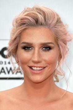 Kesha swept up her lavender locks into a pretty loose chignon