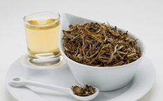 5 benefits that you will get when drinking white tea in your breakfast Quiches, Belleza Natural, Japchae, How To Dry Basil, Dog Food Recipes, Health Tips, Benefit, Drinking, Herbs