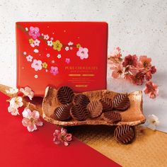 """A token of appreciation such as a box of our seasonal Pure Chocolate """"Sweet & Milk"""" (New Year Design) will always be a great gifting choice for Lunar New Year. Royce Chocolate, Chocolate Wafers, Chocolate Coating, Chocolate Covered Potato Chips, Chocolate Covered Almonds, Lunar New Year 2020, Happy Lunar New Year, Japanese Chocolate, New Year Designs"""