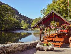 Hôtel du Doubs à Goumois (JU) Swiss Travel, Cabin, House Styles, Photos, Terraces, Switzerland, Exit Room, Mushroom, Landscapes
