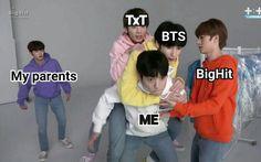Txt and bts Bts Memes Hilarious, Bts Funny Videos, Bts Boys, Bts Bangtan Boy, Song Meme, Angst Im Dunkeln, Super Memes, Bts Meme Faces, Album Bts