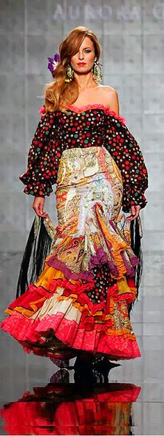 MODA FLAMENCA 12 + Aurora Gaviño- Simof 2014                                                                                                                                                                                 Plus Fashion Mode, Fashion Art, Boho Fashion, Fashion Show, Vintage Fashion, Fashion Design, Fashion Trends, Flamenco Costume, Flamenco Dancers