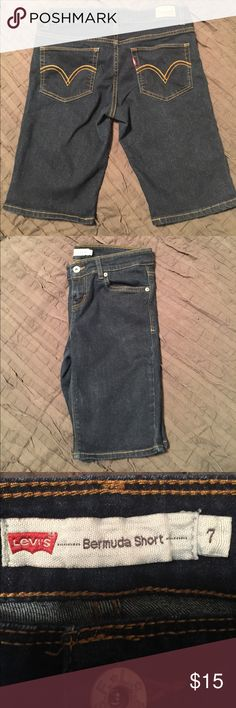 """🌸Levi Bermuda Shorts🌸 Size 7 Levi shorts. Measure 14.5"""" waist lying flat and are 18"""" L.  There are no rips or stains. Levi's Shorts Bermudas"""