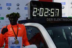 In diesen Laufschuhen wurde der Marathon-Weltrekord aufgestellt | Sports Insider…