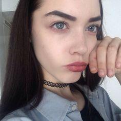 Liz) hey I'm Liz. I'm 17 and single but looking. I like to she. A good time. *winks* I'm a model and I like art. Come say hey.