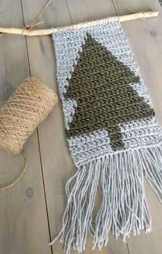 Cute xmas decoration/wallhanging - pattern in Dutch, but with chart!
