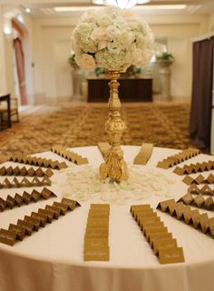Featured Photographer Desi Baytan How Gorgeous Is This Golden Card Table Wedding