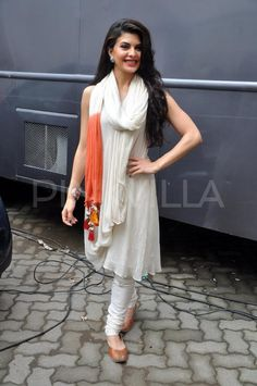 Beauty personified !! Actress Jacqueline Fernandez looks brilliant in this salwar suit.