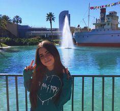 último dia de parque ✌   disney's hollywood studios Minecraft Songs, Uzzlang Girl, Low Self Esteem, Photos Tumblr, Hollywood Studios, Poses, Summer Pictures, Pretty Eyes, Tumblr Girls