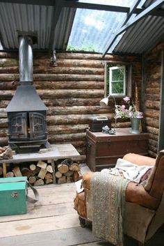 This could be a cool hunting cabin The Effective Pictures We Offer You About Hunting Cabin shed A qu Tiny Cabins, Cabins And Cottages, Log Cabins, Cabin Homes, Log Homes, Casa Octagonal, Foster House, Off Grid Cabin, Cabin In The Woods