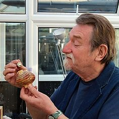 Geoffrey Swindell Ceramic Artists, Handmade Pottery, Ceramic Pottery, Sculptures, Miniatures, Clay, Pottery Ideas, Art Paintings, Pots