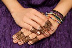 Henna Muster - Möchten Sie etwas an Ihrem Outfit verändern? Vielleicht denken Sie in letzter Zeit oft an ein Tattoo. Sie trauen sich aber nicht wo etwas
