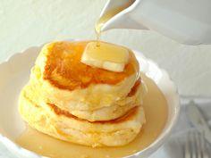 食通のためのグルメメディアdressing「dressing編集部」の記事「ふわしゅわパンケーキは家でも作れる!「スフレパンケーキ」の基本の作り方と簡単アレンジレシピまとめ」です。