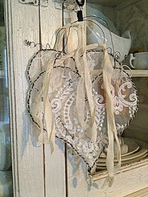 Shabby chic decor for most romantic Valentine's day – Little Piece Of Me – Valentinstag Shabby Chic Kitchen, Shabby Chic Homes, Shabby Chic Style, Shabby Chic Hearts, Kitchen Modern, Valentine Decorations, Valentine Crafts, Valentines, Christmas Decorations