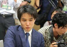 第30期竜王戦決勝トーナメント2回戦で、藤井聡太四段の連勝を29で止めた佐々木勇気五段。「先手が取れたのは大きかった。…