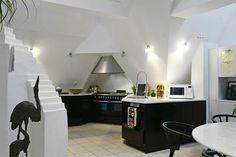 Amen alltså kolla in den här bostaden med den här planlösningen ! Hur coolt?! Den har ett sällskapsrum med bara nio meter i takhöjd med! Kolla in vinklarna i kö