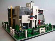 Het Rietveld-Schröderhuis uitgevoerd in Lego
