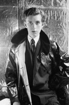 Stephen James Napier Tennant (21 April 1906 – 28 February 1987) was a British aristocrat known for his decadent lifestyle.     http://bridesheadcastle.tumblr.com/post/5652395270/thebrightyoungpeople-stephen-tennant-was    http://en.wikipedia.org/wiki/Stephen_Tennant