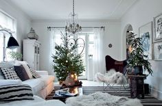 In recent years the Scandinavian Christmas decorations have become especially popular, so today we would like to talk about how to decorate your home in