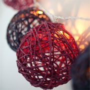 DIY Craft Project: How to craft a twine-ball light garland Think this would look good with white , gold , and silver twine balls. Diy Craft Projects, Diy Home Crafts, Holiday Crafts, Fun Crafts, Craft Ideas, Thanksgiving Holiday, Decor Ideas, Diy Para A Casa, Christmas Bulbs