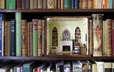 16 Intricate Miniature Rooms - Bookcase room by Sweetington. Furniture is just furniture and rooms are just rooms, but when they're tiny they suddenly become fascinating and adorable. Miniature Rooms, Miniature Houses, Miniature Furniture, Miniature Kitchen, Diy Dollhouse, Dollhouse Miniatures, Victorian Dollhouse, Modern Dollhouse, Pool Komplettset