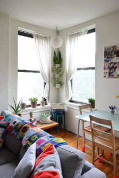 Beautiful Apartment Living on a Budget in Brooklyn | Apartment Therapy Love the corner plant shelf