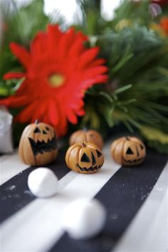 I could probably make these little pumpkins out of polymer clay, they're really cute!