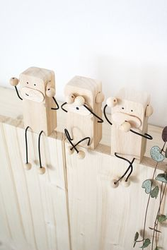 Do it yourself: Drei Affen als Deko und Geschenkidee aus Holz & Draht y Manualidades Reciclaje y Manualidades Ideas y Manualidades ✂️ Wooden Crafts, Wooden Diy, Diy And Crafts, Wood Projects, Woodworking Projects, Rockler Woodworking, Diy Bebe, Ideias Diy, Diy Holz